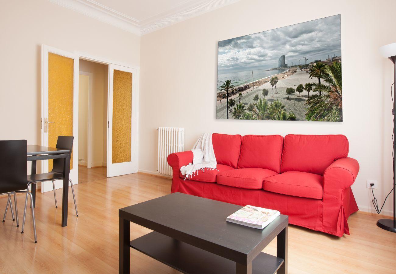 salón del apartamento en Vallcarca con vista a la montaña