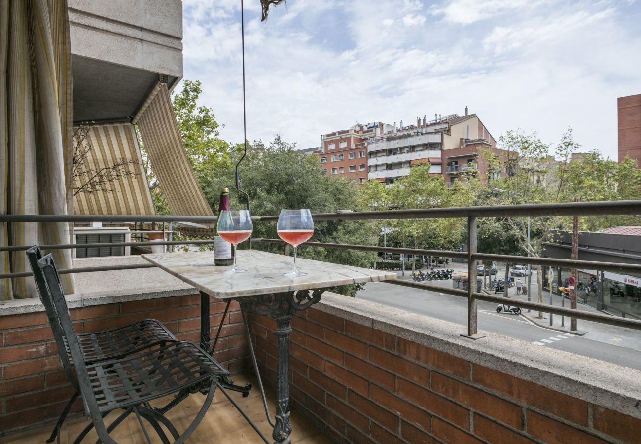 balcón de apartamento familiar cerca a la Sagrada Familia