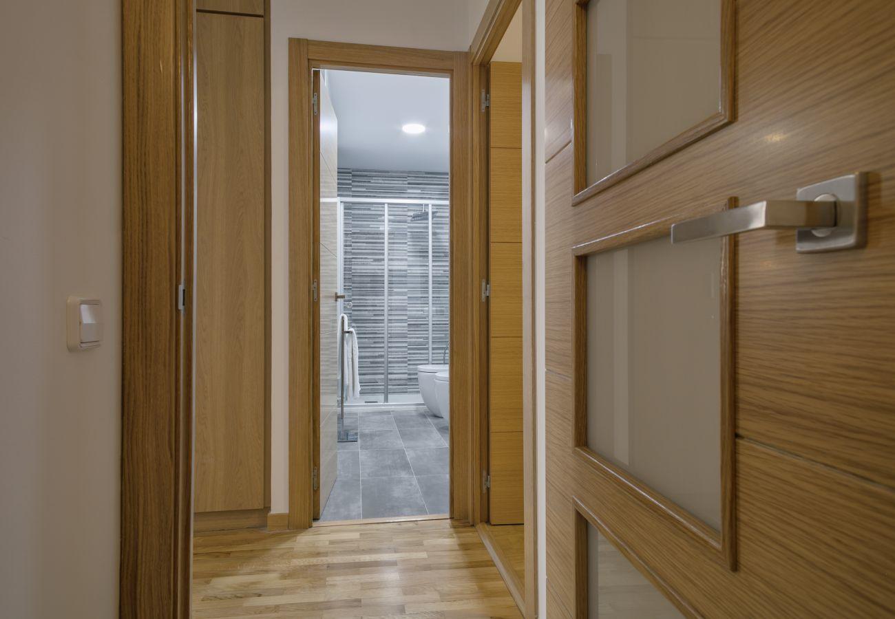 pasillo pequeño entre las 4 habitaciones y el segundo baño