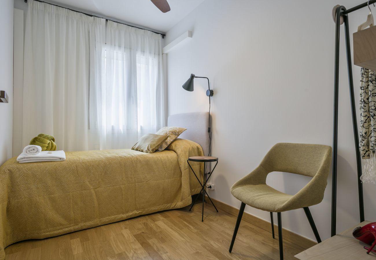 habitación individual del apartamento familiar cerca a la Sagrada Familia