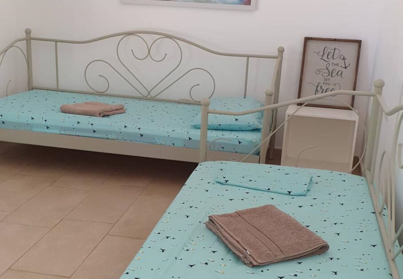 Dormitorio con dos camas separadas para dos personas