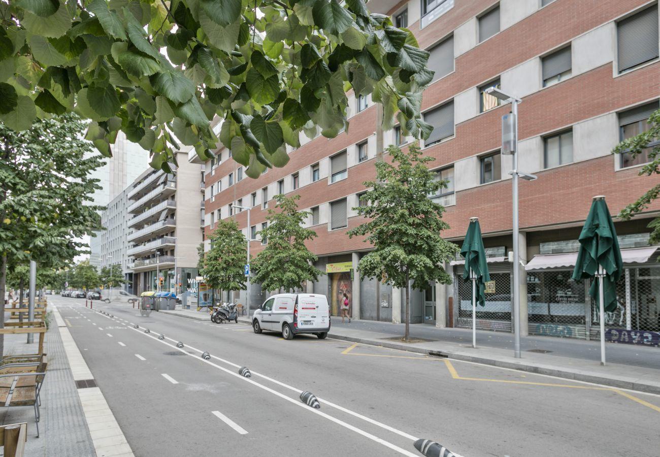 vue de l'immeuble touristique avec 3 chambres et 2 salles de bains à Barcelone