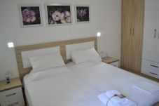 Camera da letto per due persone compreso armadio