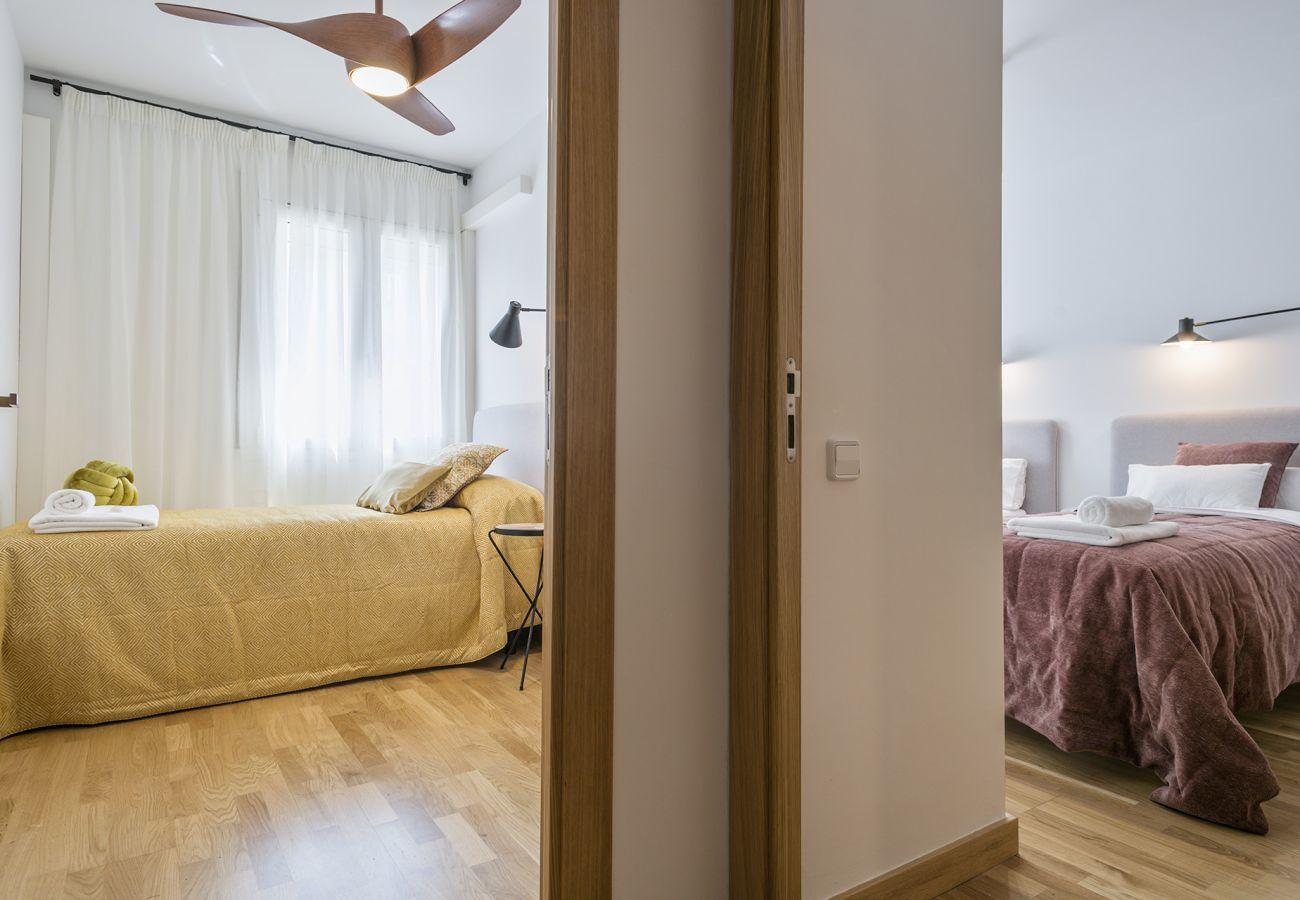 vista di due camere da letto dal corridoio SWEET BCN