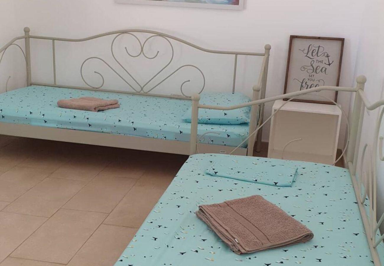 Camera da letto con due letti separati per due persone