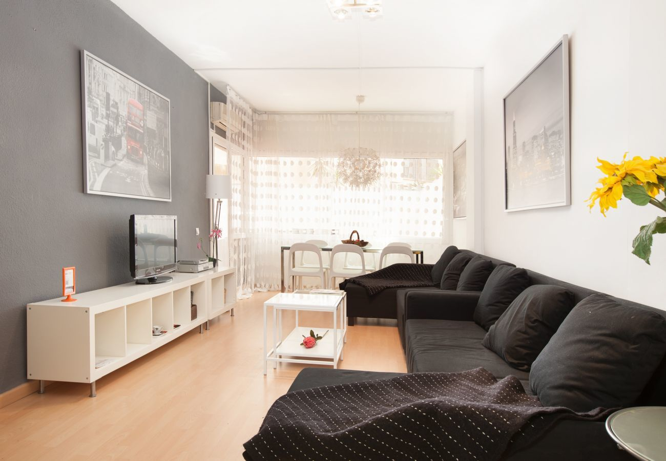 living room with lot of light near Plaza España Fira Barcelona Montjuic