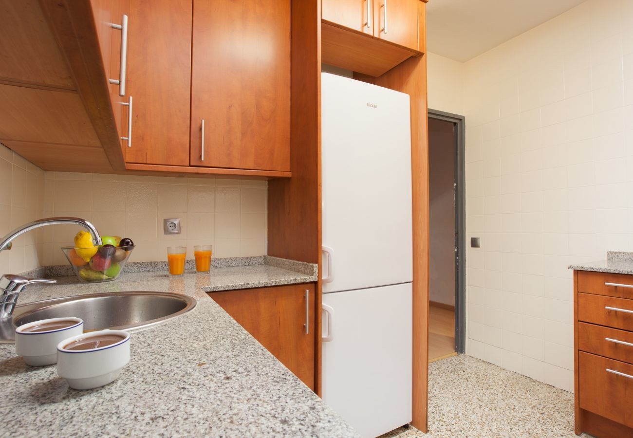spacious and fully equipped kitchen near Plaza España Fira Barcelona