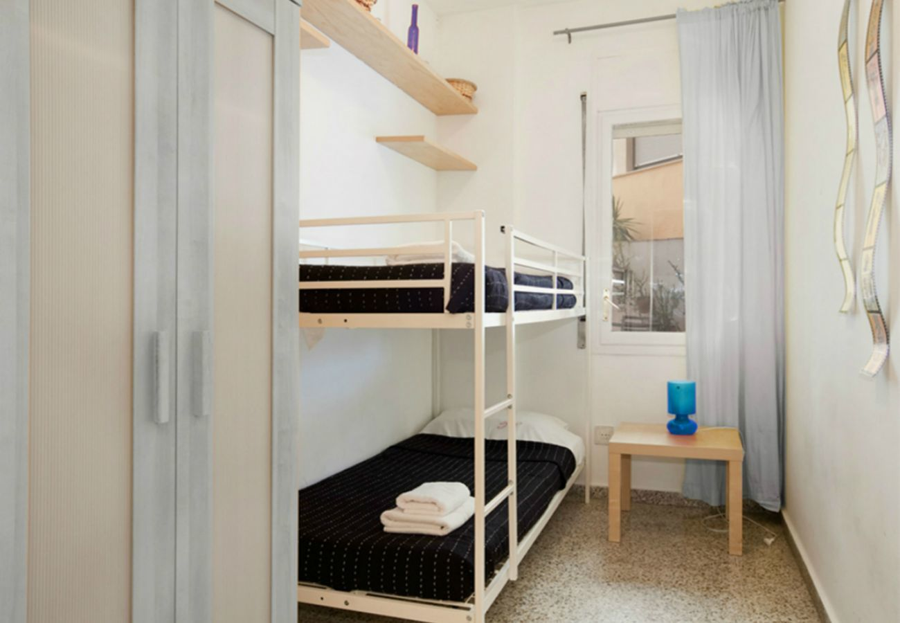 twin room with bunk bed near Plaza España Barcelona