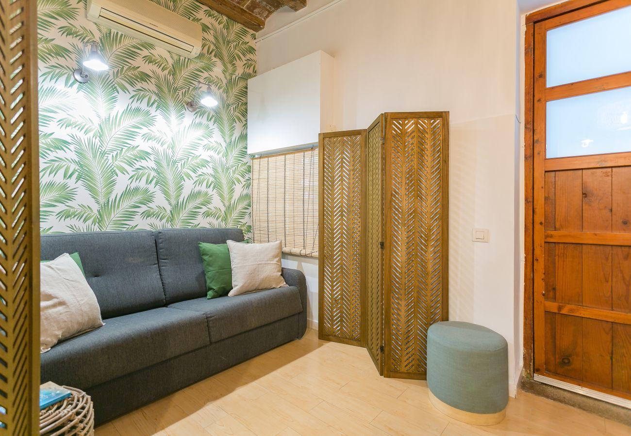 living room relax corner in 1-bedroom flat in Barceloneta