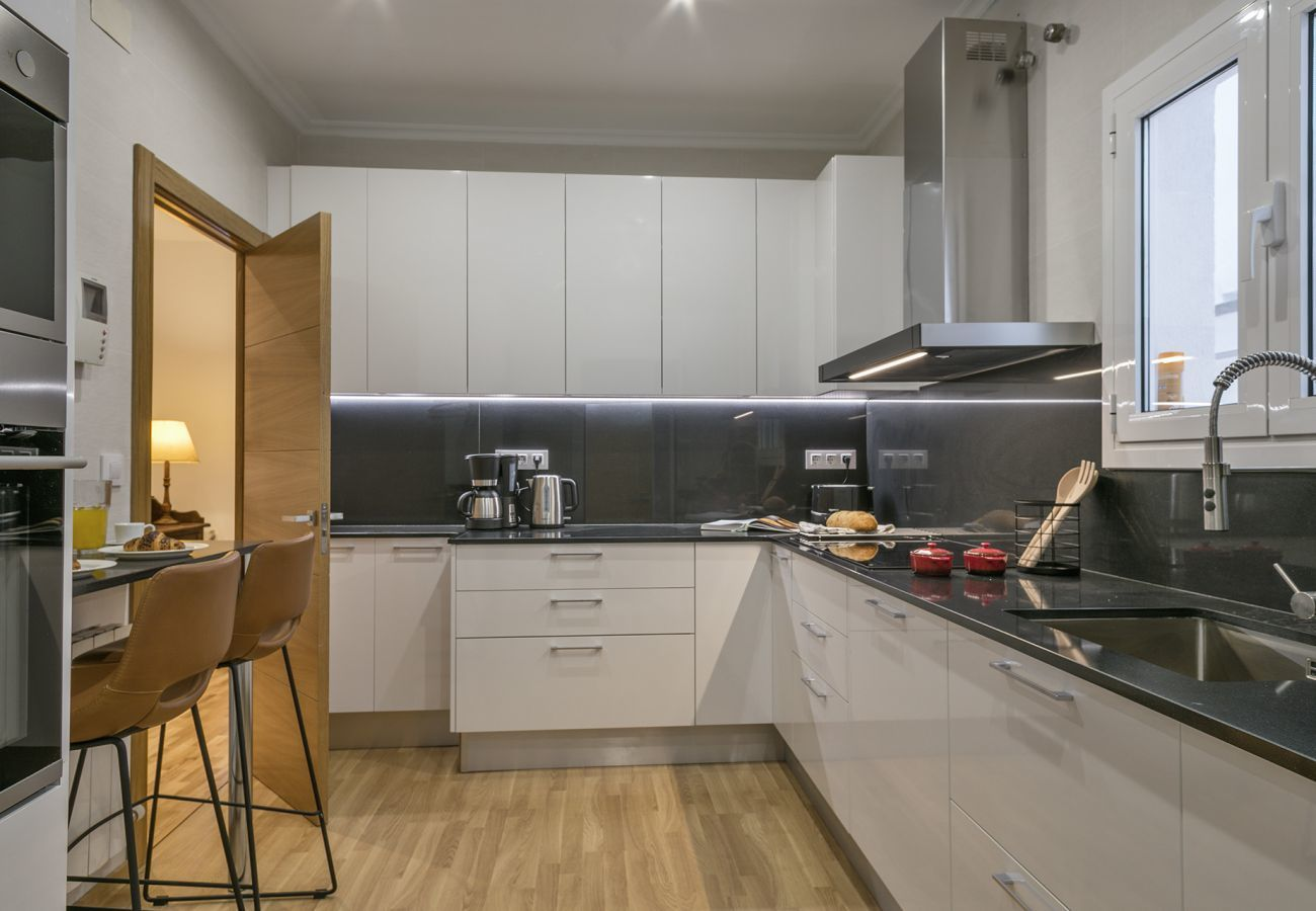 large fully equipped kitchen next to the Sagrada Familia