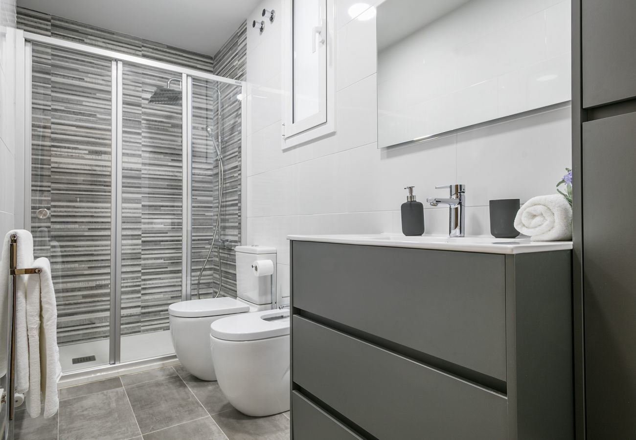 bathroom with shower and bidet in family apartment close to the Sagrada Familia