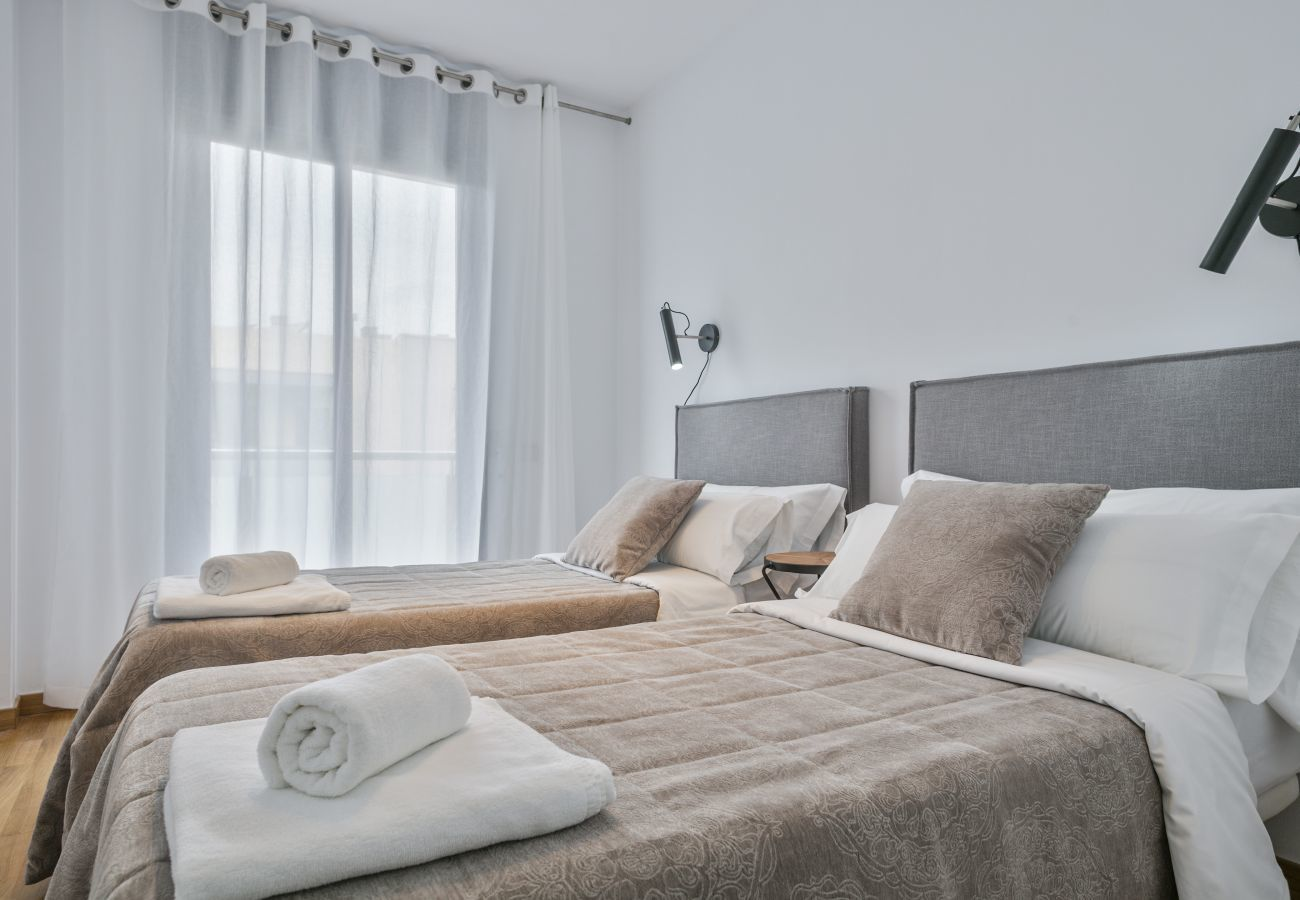 master bedroom with private bathroom with bathtub and wardrobes in superior apartment in Barcelona