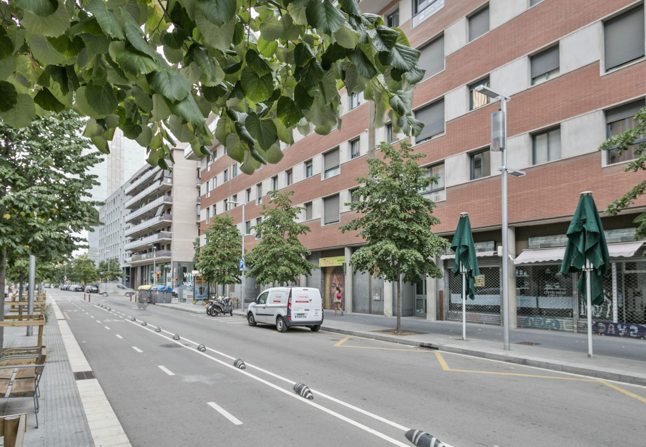 view of vacational apartment building with 3 bedrooms and 2 bathrooms in Barcelona