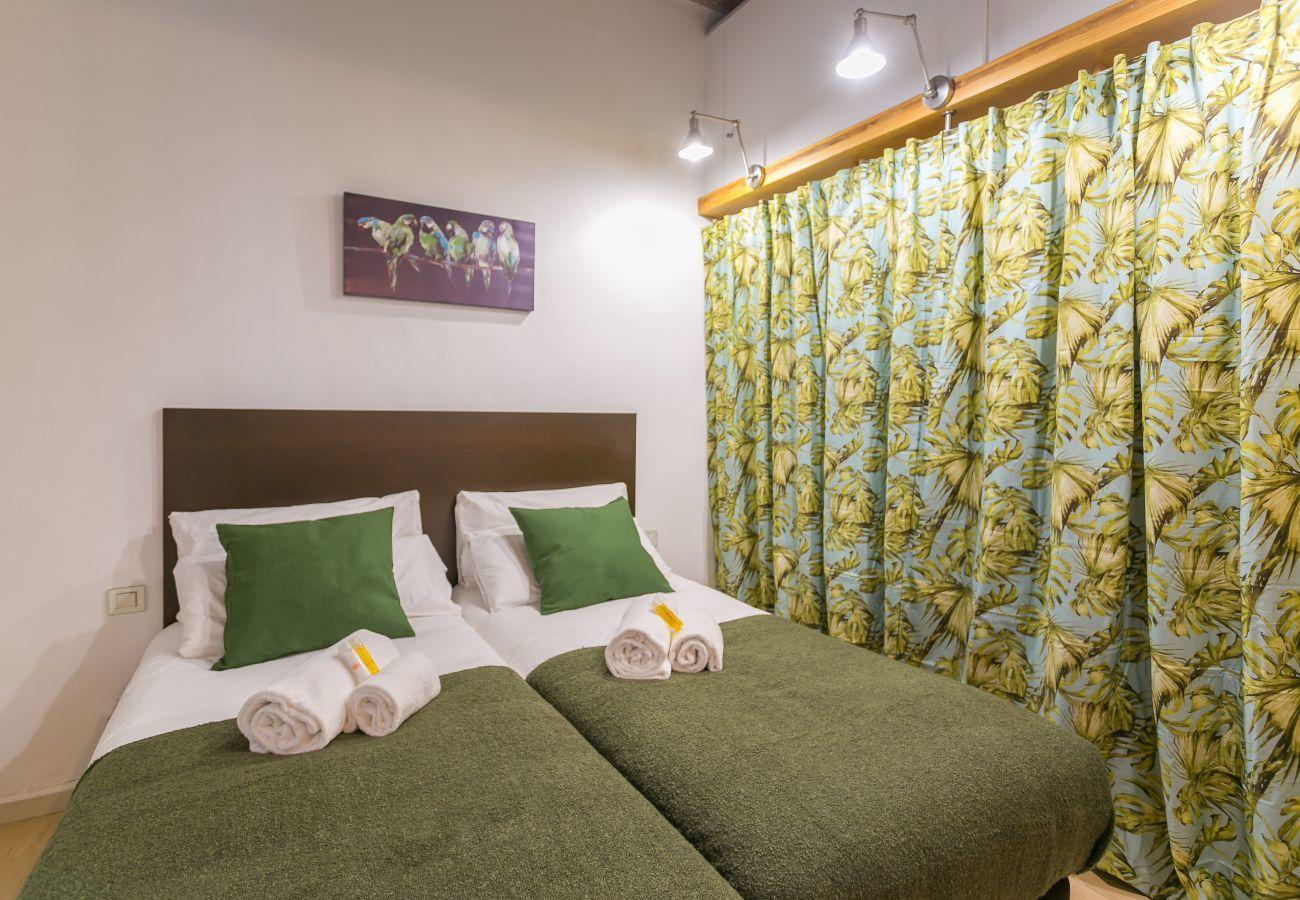 bedroom with 2 single beds and huge wardrobe BARCELONETA BEACH